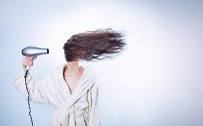 Le sèche-cheveux est-il bon ou mauvais pour les cheveux?